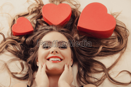 portraet af happy woman valentins dag