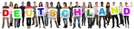 gruppe af unge mennesker med multikulturelt