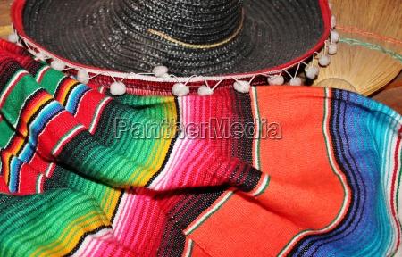 mexikanische sombrero fiesta poncho serape hintergrund