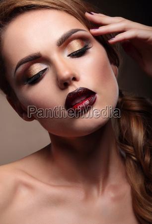 naerbillede portraet af smukke stilfulde ung