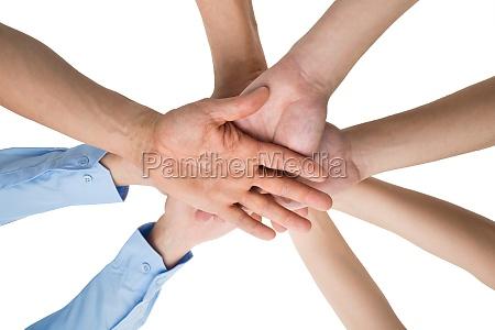 folk haender stabling sammen