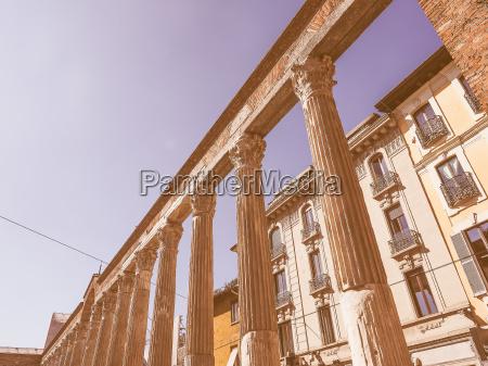 retro looking colonne di san lorenzo