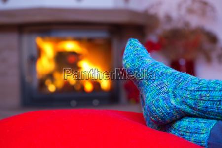 fodder i uldne bla sokker ved