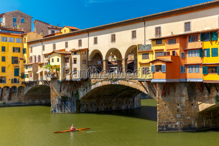 river arno and ponte vecchio florence