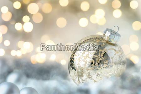 skinnende julekugler og glitrende lys