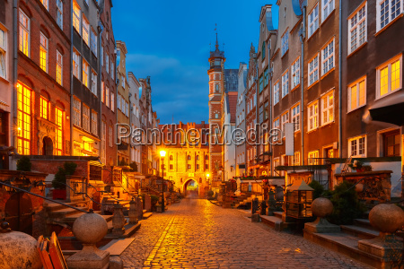 mariacka street and gate gdansk old