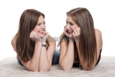 kvinde kvinder pige piger to faelles