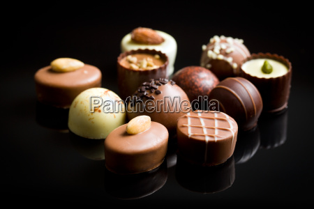 forskellige chokolade praliner