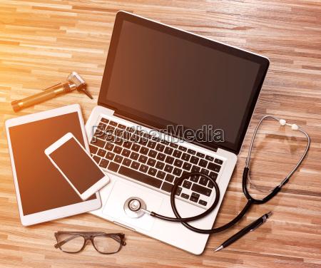 laege medic telefon kontor notebook baerbar