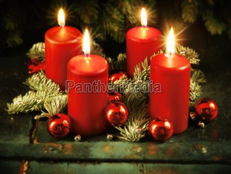 xmas advent krans med fire taendte