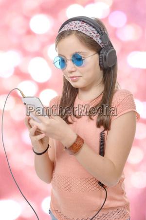 preteen, pige, lytter, til, musik, med - 16339409