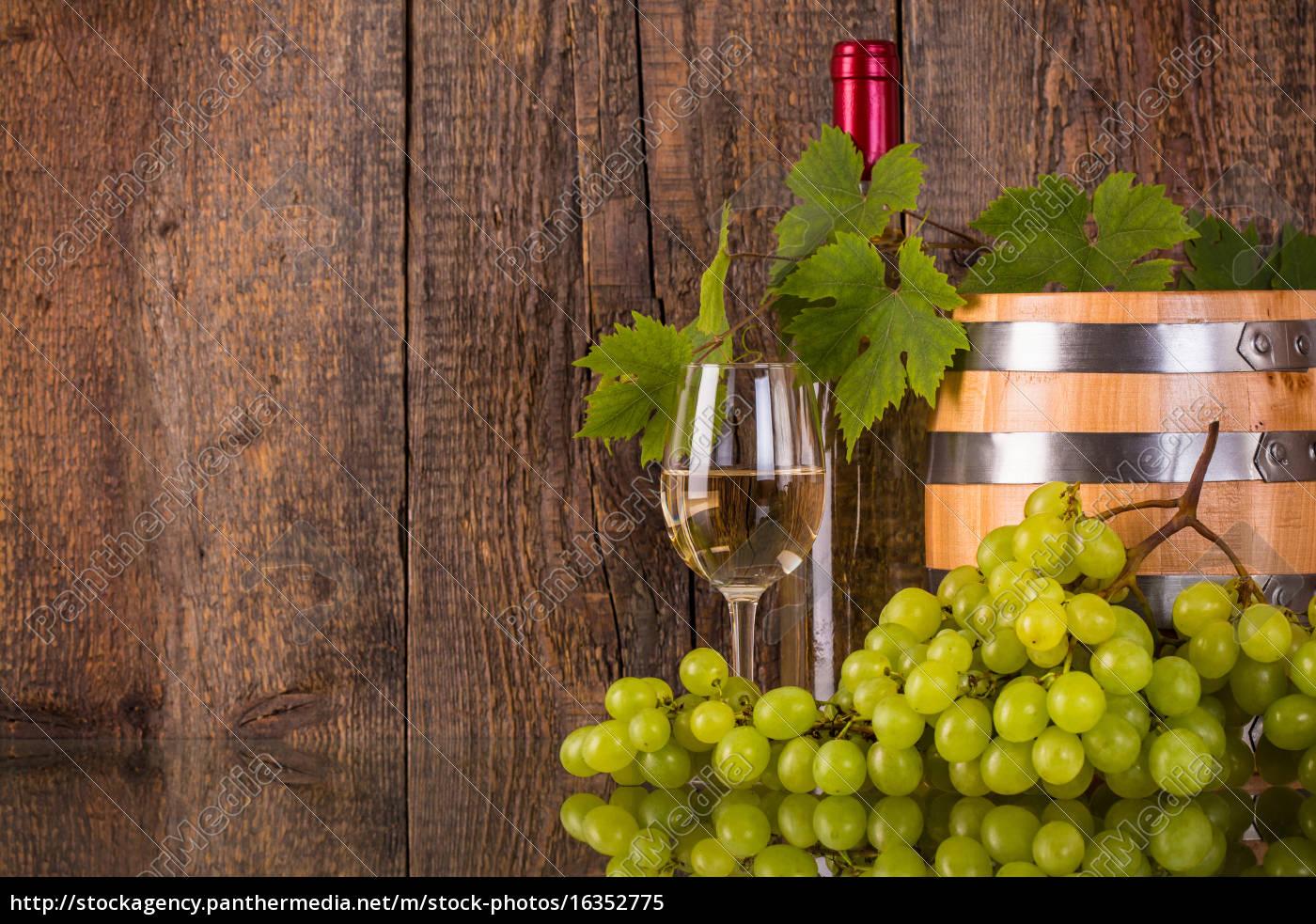 glas, vin, med, en, tønde, hvid - 16352775