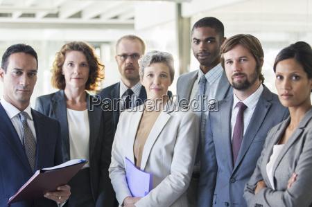 gruppe portraet af succesfuld kontor hold