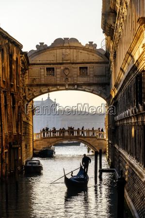 italien, veneto, venedig, sukkenes, bro, med, gondolier - 17386906