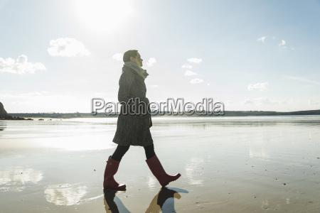 france bretagne finistere crozon peninsula woman