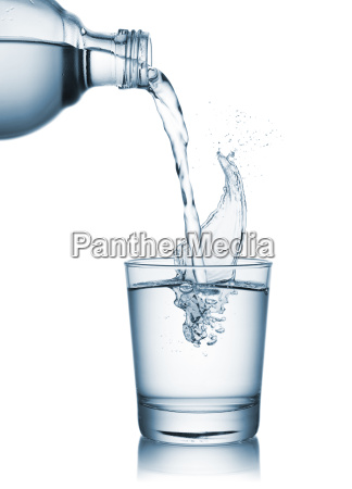 haelde vand pa glas