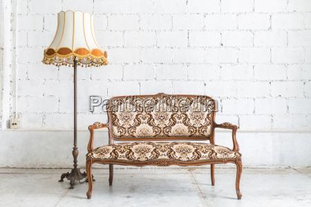 brun sofaen sofa lampe