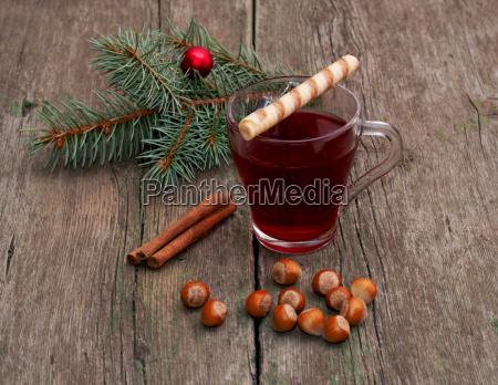 naletrae te sammenkaedning af kanel og