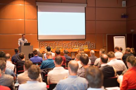 business speaker giver et foredrag i