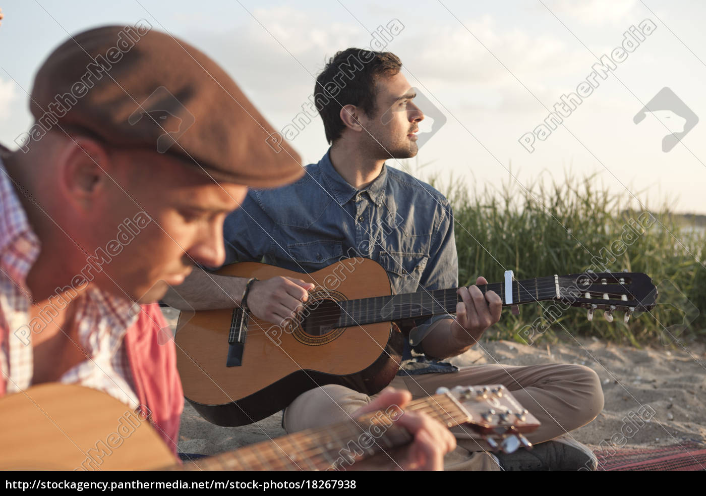to, voksne, mandlige, venner, spiller, akustiske - 18267938