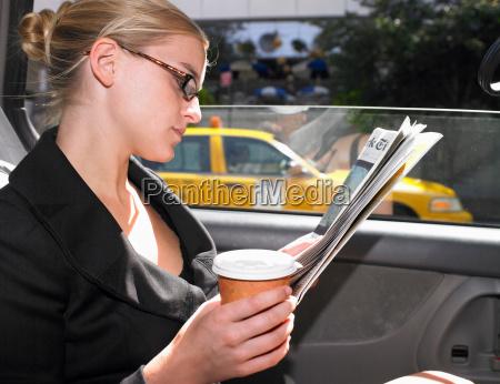 business, kvinde, læse, nyheder, papir, i - 18281252