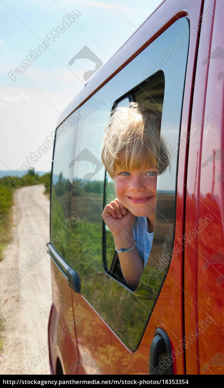 boy, peering, out, car, window - 18353354