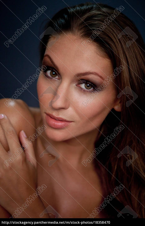 nærbillede, af, kvindens, smilende, ansigt - 18358470