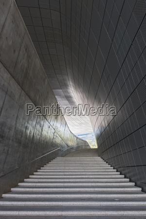 treppe im dongdaemun geschichts und kulturpark