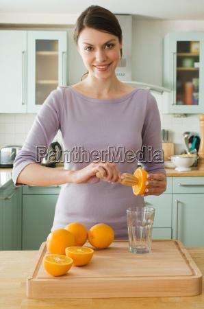 woman making orange juice