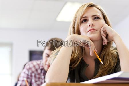 skrivebord uddannelse kvindelig mandlig maskulin viril