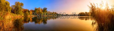 solnedgang pa en so et panorama