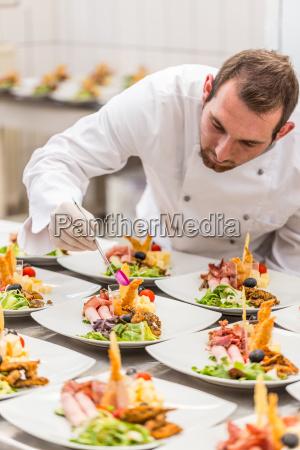 kokken er udsmykning laekker appetitvaekker parabol