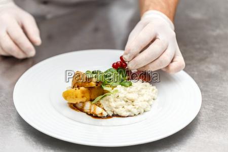kokken dekoreret tallerken