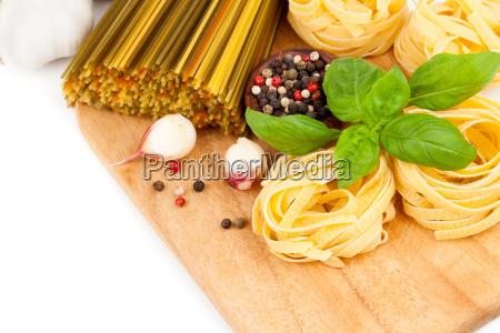 italiensk pasta med tomater og frisk