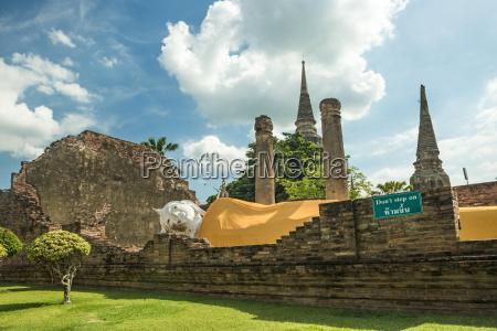 giant buddha at bangkok thailand