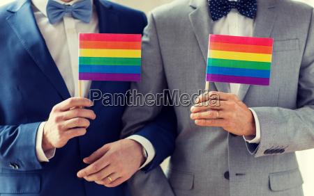 nahaufnahme der maennlichen homosexuell paar haelt
