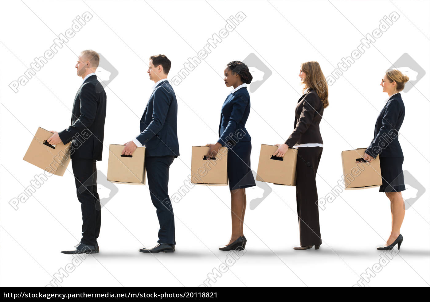 businesspeople, moving, into, new, office - 20118821