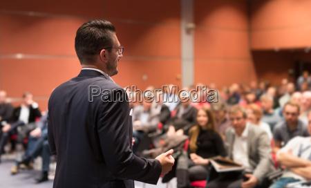 taler der giver tale ved business