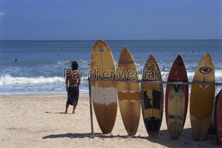 linia surfingowe czeka do wynajecia przy