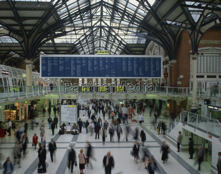 passenger concourse at liverpool street station