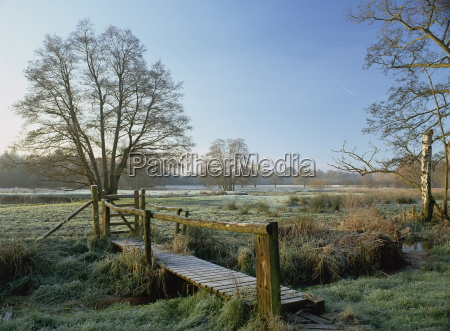 frost pa thundery meadows hvor river