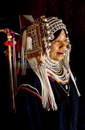 woman of the akha tribe in