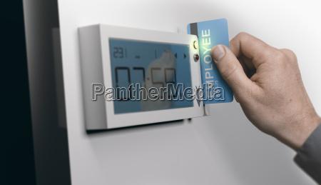 punktlighed pa arbejdspladsen swipe card system