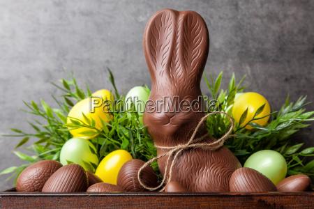 traditionel paske chokolade bunny og aeg