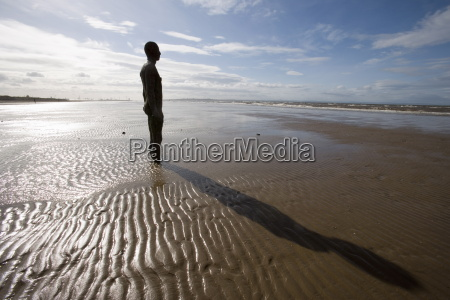 another place sculpture by antony gormley