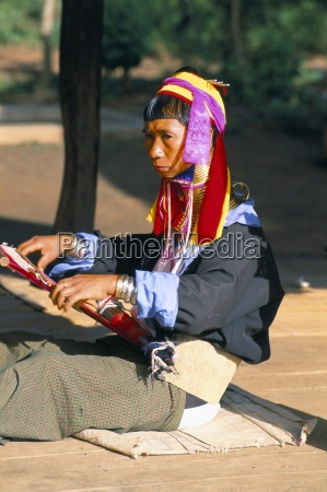 padaung woman weaving inle lake shan