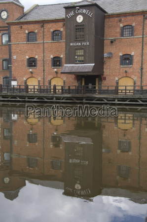 the leeds and liverpool canal at