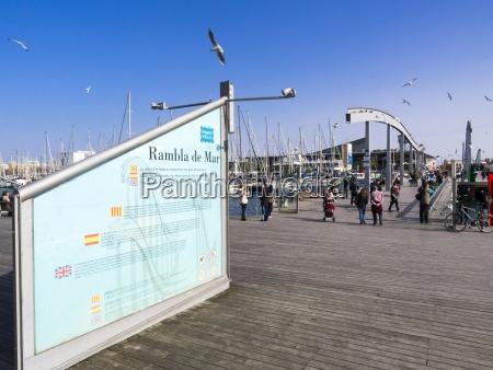 spanien barcelona u200bu200bfodgaengerbro ved havnen port