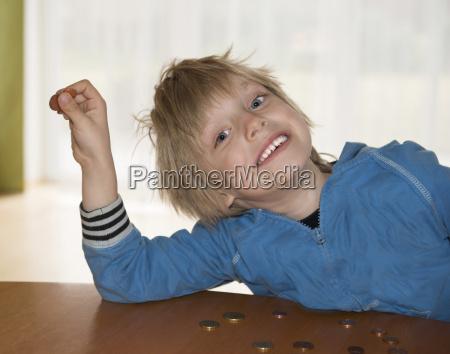 Ostrig portriat af dreng taelle penge