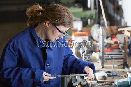 tyskland kaufbeuren kvinde der arbejder i